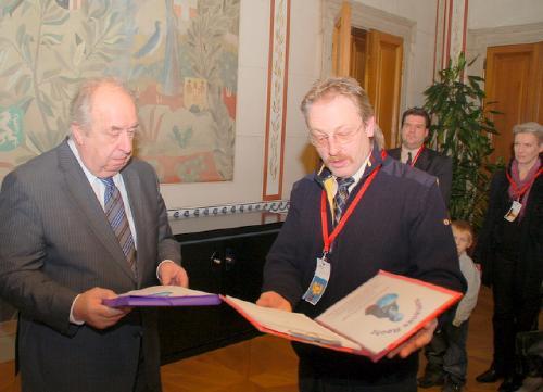 NR-Präsident Neugebauer übernimmt 650 Unterstützungserklärungen für die gemeinsame Obsorge